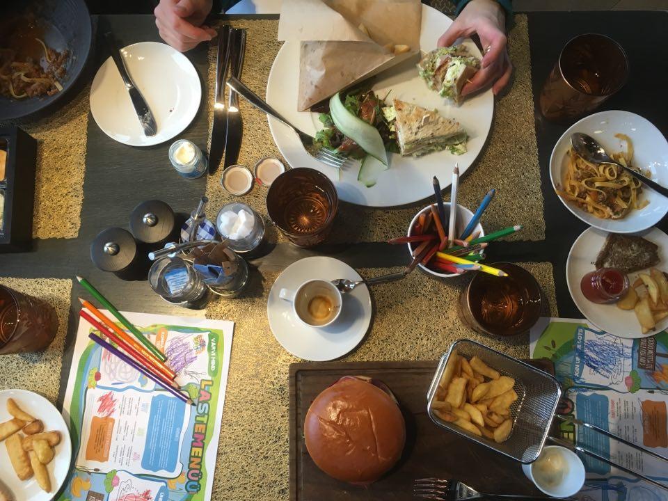 Tallinna lasten kanssa hilton lounas