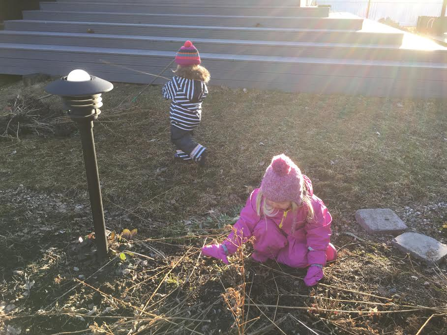 Sadevaatteet-piha-lapset