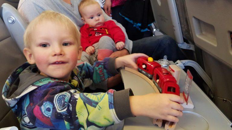lentomatka lasten kanssa