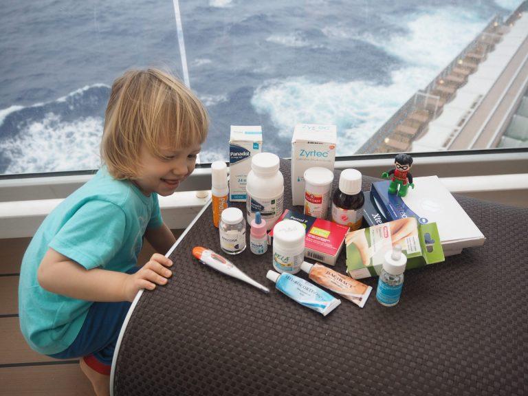Lapsiperheen matka-apteekki ja matkailijan rokotukset