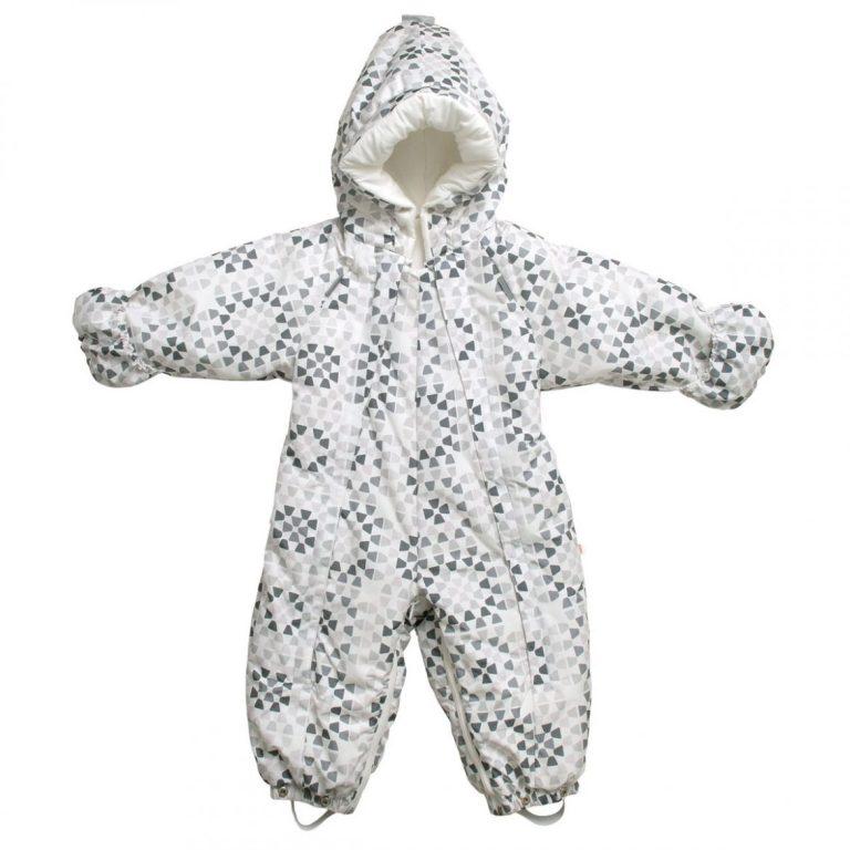 Pitääkö vauvan ulkohaalari pestä ennen käyttöön ottoa?