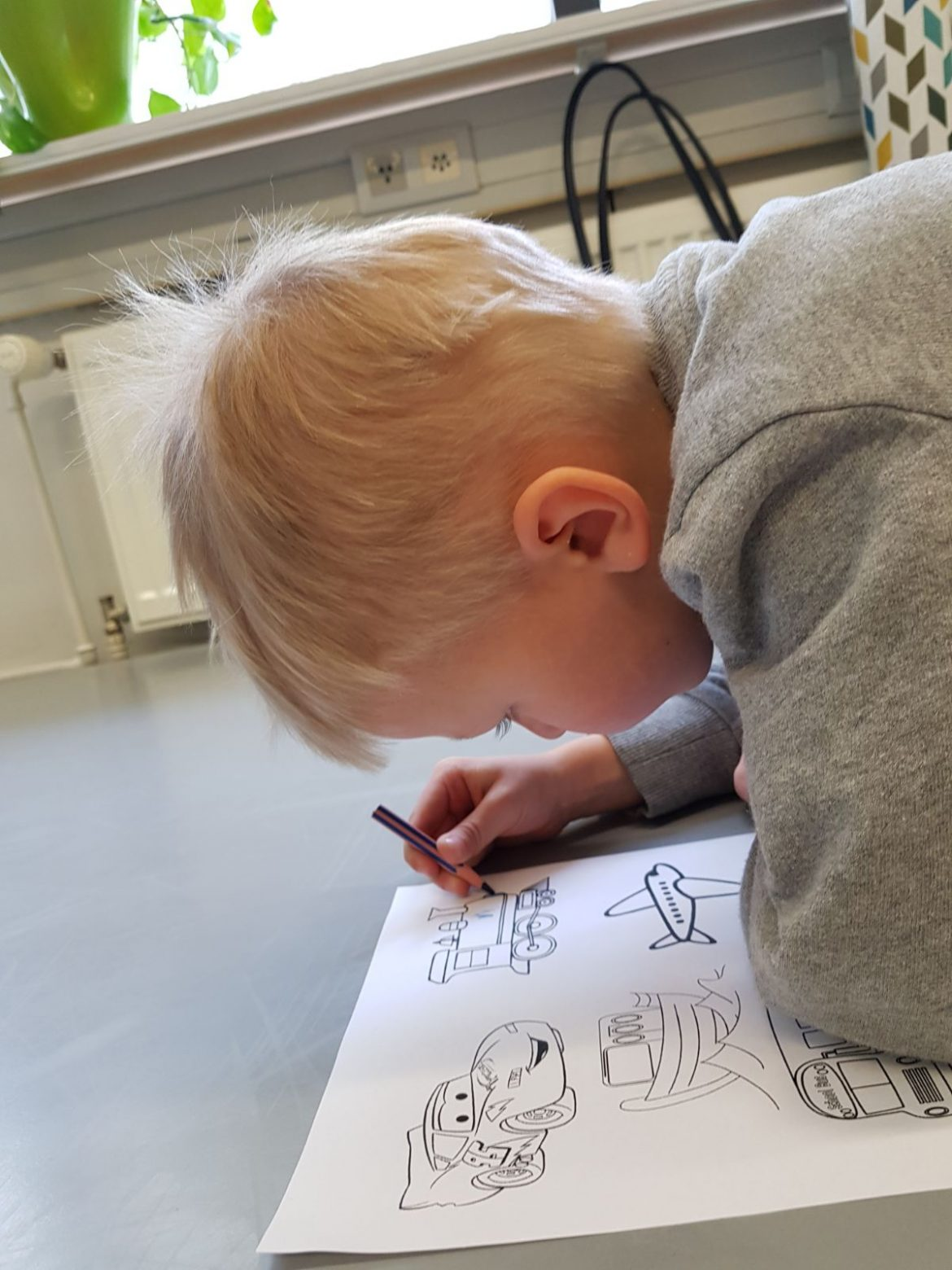 värittämistä ja oppimista
