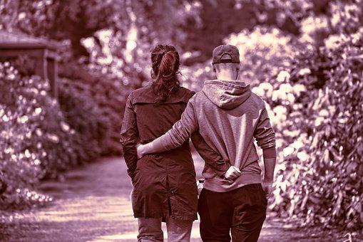 kosketus parisuhteessa