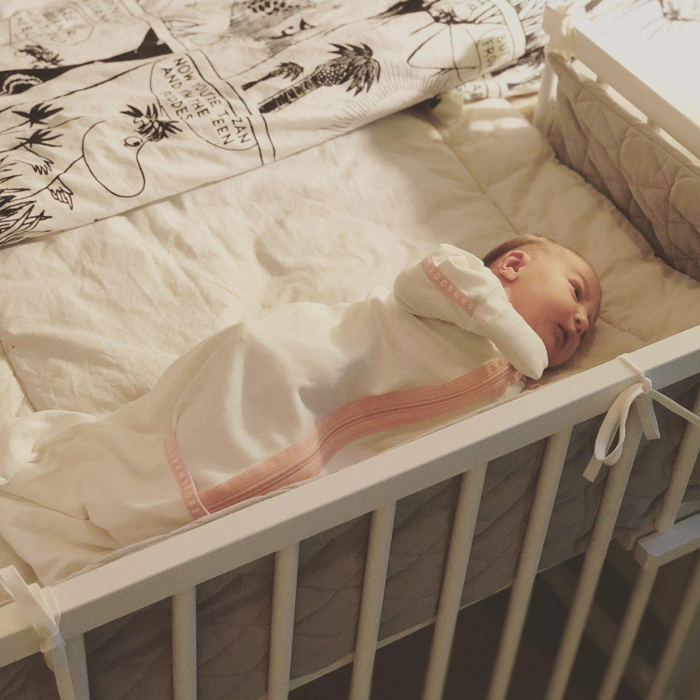vauvan nukkuminen