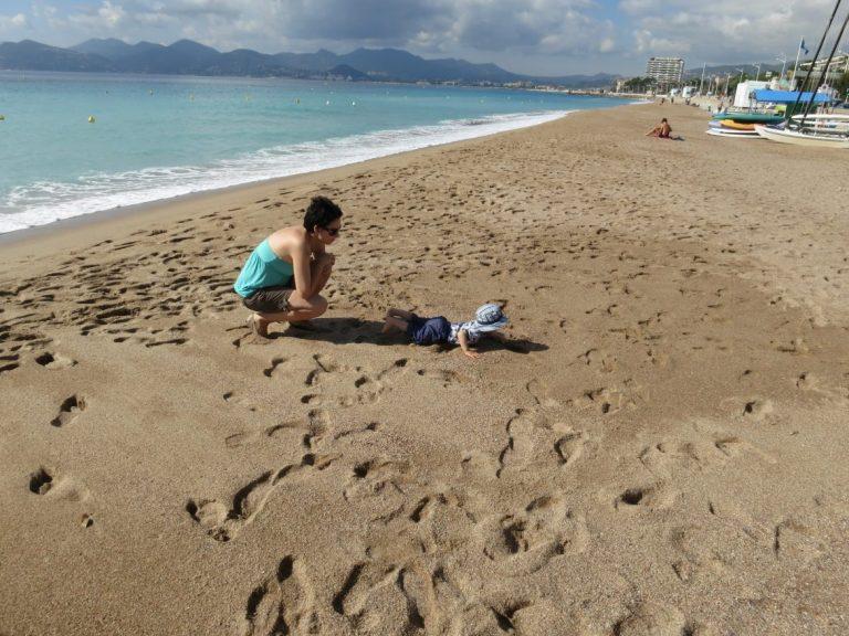 cannesin rannalla