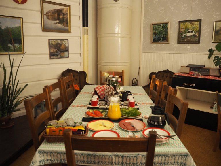 ravintola kansakoulu aamiainen