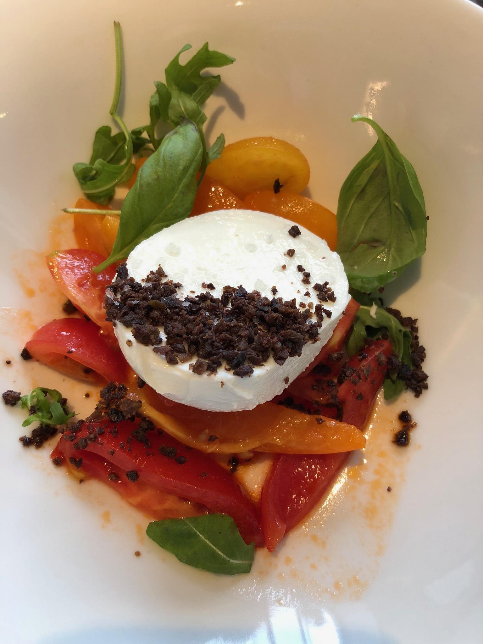 tomaatti-mozarellasalaatti