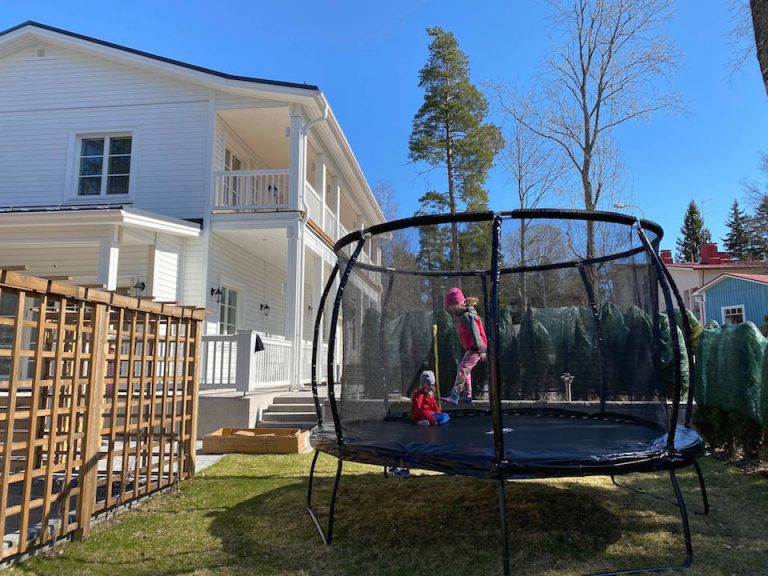 hyva-trampoliini-lapsille