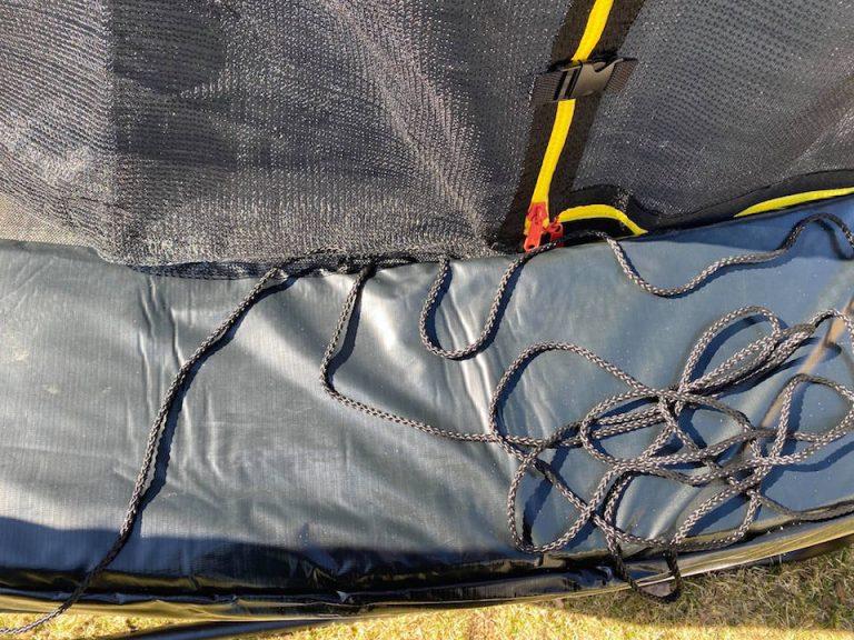 hyva-trampoliini-lapsille-turvaverkko