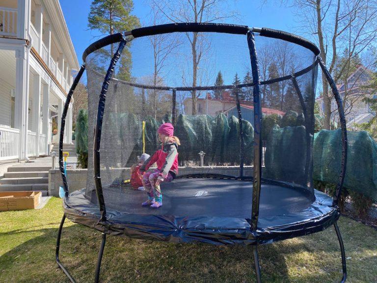 millainen-on-hyva-trampoliini-lapsille-preeco