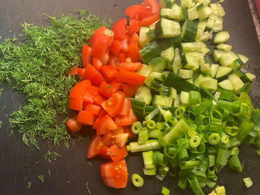 tillinen lisukesalaatti aineksia