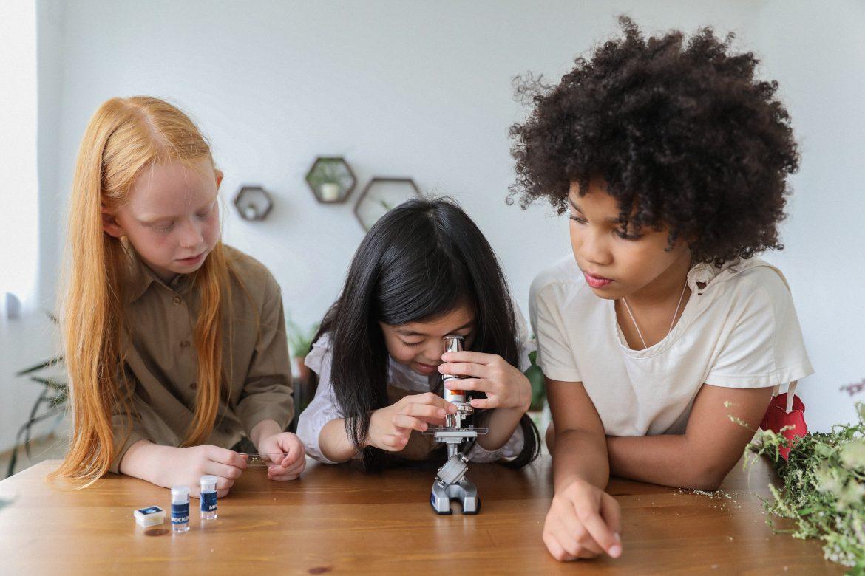 tiedettä lapsille mikroskooppi