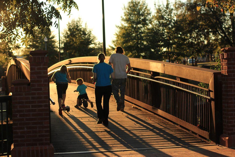 perhe sillalla