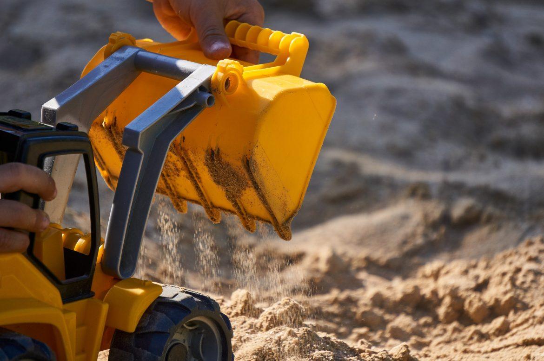 vapaa leikki hiekkalaatikolla
